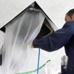 写真:天井エアコン洗浄