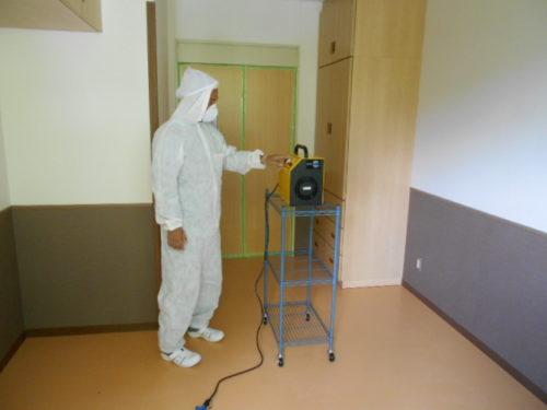 写真:特殊清掃の脱臭作業